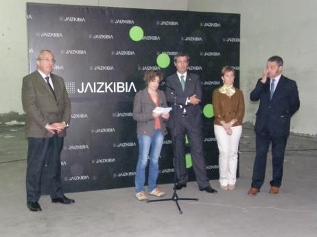 Ezkerrean, Gonzalez Txabarri, gaurko aurkezpenean