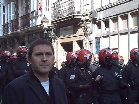 Arnaldo Otegi manifestazio batean- Ukberri.net cc