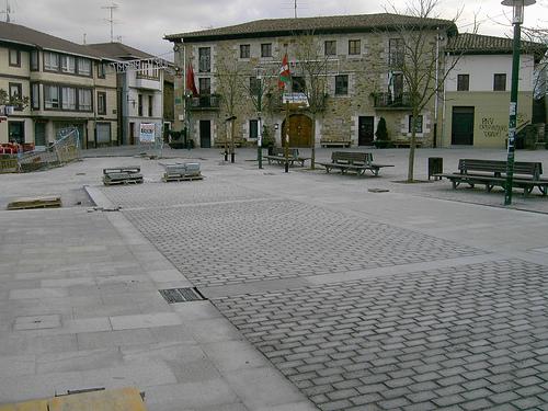 Larrabetzuko plaza- larrabetzutik.org