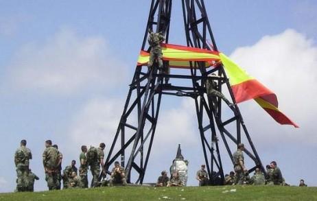 Bandera espainola Gorbeian. cc-by-sa. Sustatu.