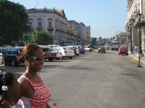 Habana hiriburuan bi neska