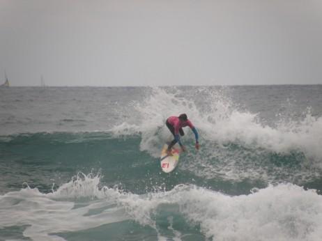 Surflari marokoar gaztearen akrobazia polita - Zuzeuphoto