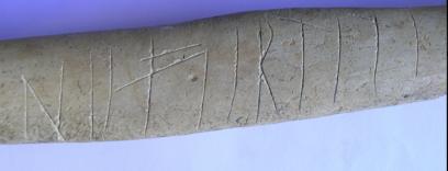 Nefertiti idazkuna, orein hezur batean. Iturria: alava.net