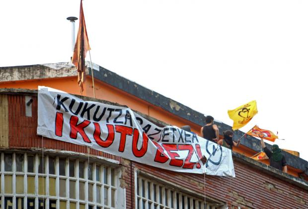 Kukutza: Auzoaren hiru eguneko okupazioaren kronika (bideoa)