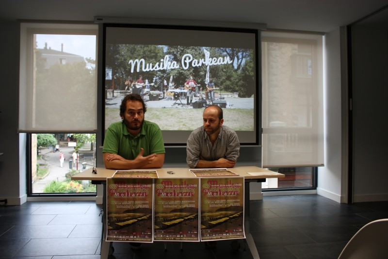 Xabier De La Maza La Salserako kidea eta Gari Berasaluze Zarauzko Kultura zinegotzia
