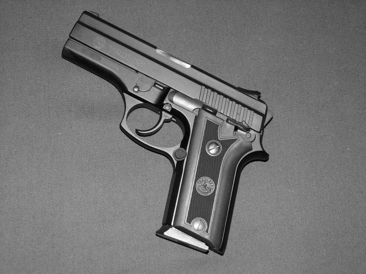 Pistol_PT_940C