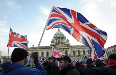 Belfasten protestak Union Jack jartzeko eskatuz