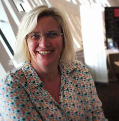 Elin Haf Gruffyd Jones irakaslea, Caerdydd-eko Millenium Center-en.