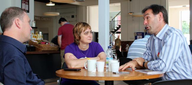 Sion Jobbins, Begotxu Olaziola eta Iolo Ap Dafydd Caerdyddeko Chapters Arts Center-en.