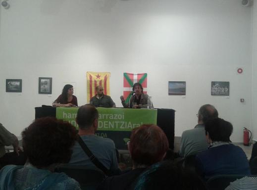 Euskal Bidea eta Vía Catalanari buruzko hitzaldia izan zen ostiralean Zumaian