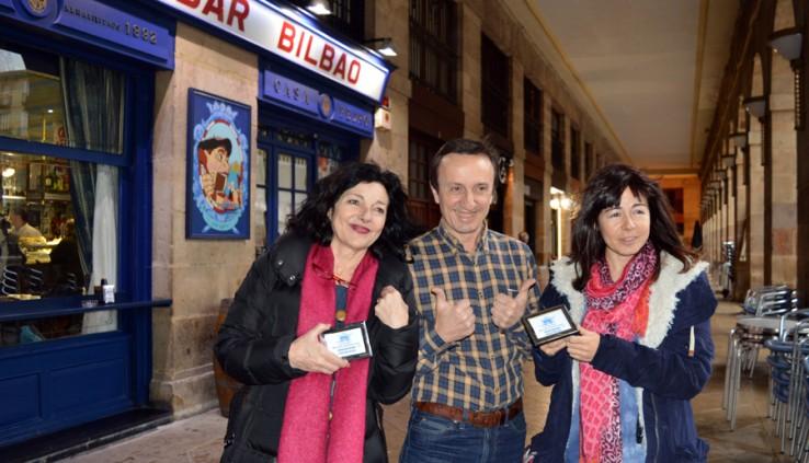 """""""Cafe Bar Bilbao"""" Sariak: Teresa Calo eta Idoia Garzes"""