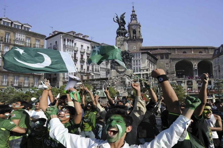 Eta hemen bizi diren pakistandar jatorriko herritarrek egingo balute...