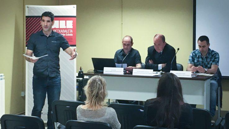 """Jose Mari Armentia: """"Osakidetzari komeni zaio langileak ordezkatu ahala, elebidunak kontratatzea"""""""