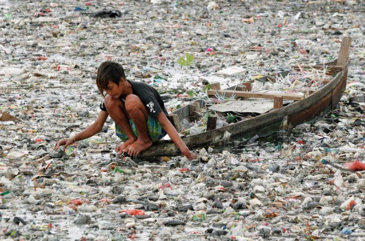 Plastikoaren kutsadurak ez ditu mugak ulertzen