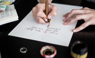 """Bego Viñuela: """"Presaka ibiltzea ez da ona lanbide honetan"""" - kaligrafia"""