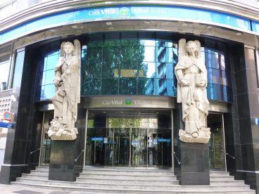 Banku pribatua eta eskola publikoa