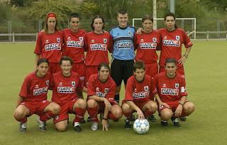 Partido de la liga femenina de fútbol disputado en Martutene entre el Amaraberri y la Real Sociedad, que para este equipo es el primer partido oficial desde su nacimiento. En la imagen, formación inicial de la Real.