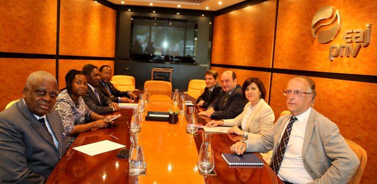 Angolako Gobernuak EAJri galarazi egin dio lehendakaritzarako hauteskundeetan behatzaile jardutea