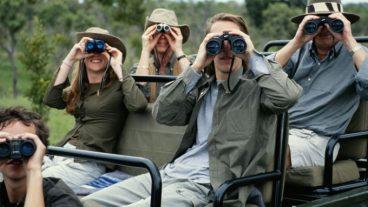 Urruneko jende exotikoa, bidaiariak eta turistak