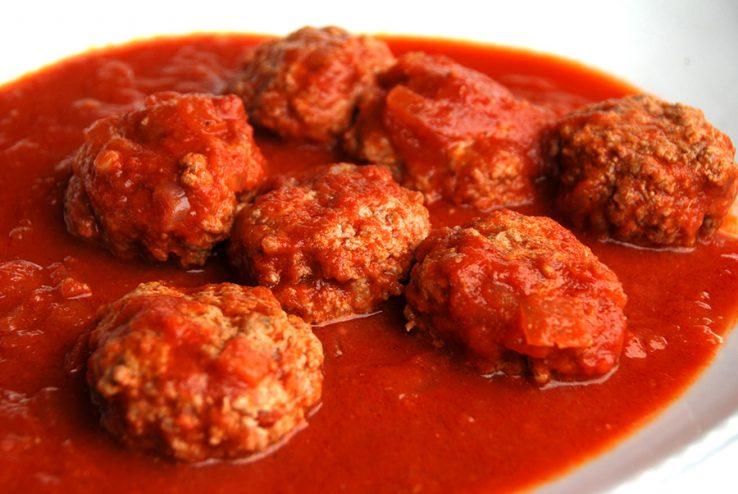 Asteburu honetan: Almandrongilak edo albondigak tomate saltsan