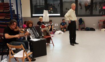 Marian Arregi hil da, musika dantzan jarri duen dantzari musikaria