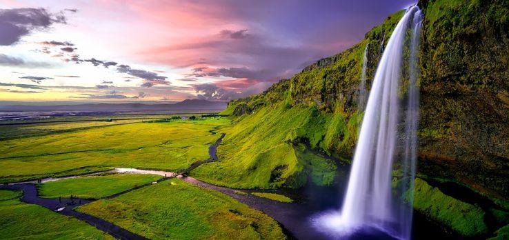 Euskara islandierari begira