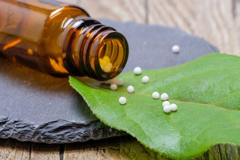 Homeopatiak alfonbra azpian ezkutatzen zuena