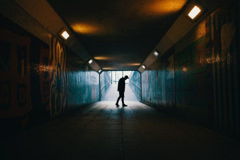 Isolamendu sozialak garuna eraldatzen duela aurkitu dute