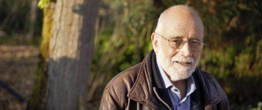 Arcadi Oliveres: «Militar miresgarri bakarra desertatzen duena da»