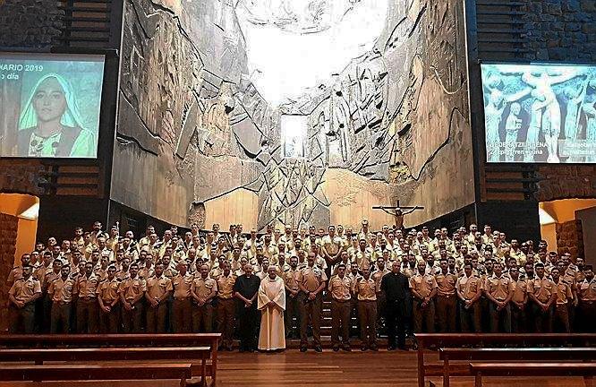 Roger Etxegarai kardinala eta militar espainolak Arantzazun