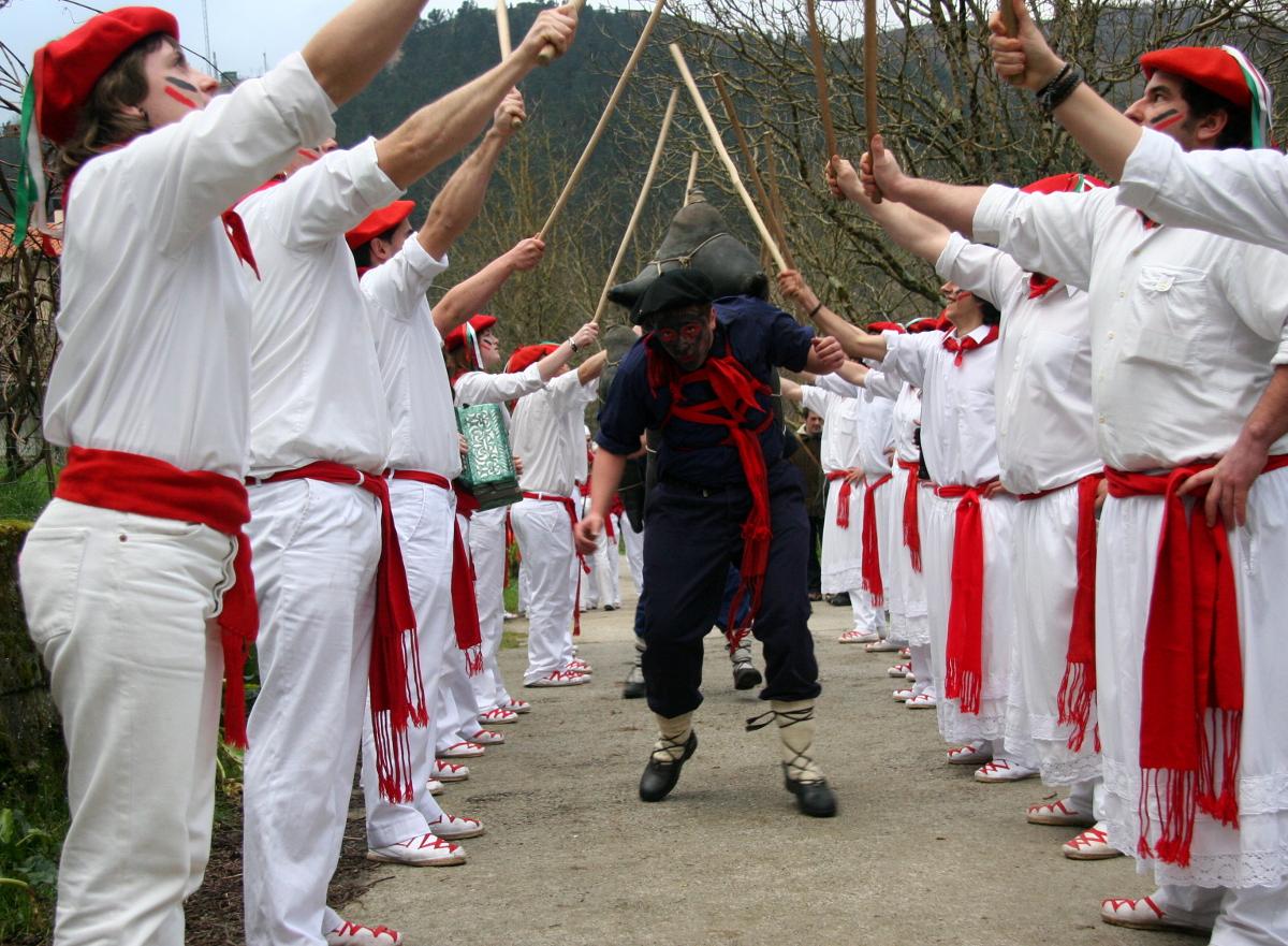 Mozorroak eta zomorroa, Goizueta, 2009-02-24. A(Iñaki Zugasti)