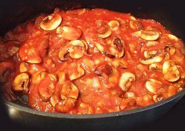 Txanpiñoiak tomatearekin