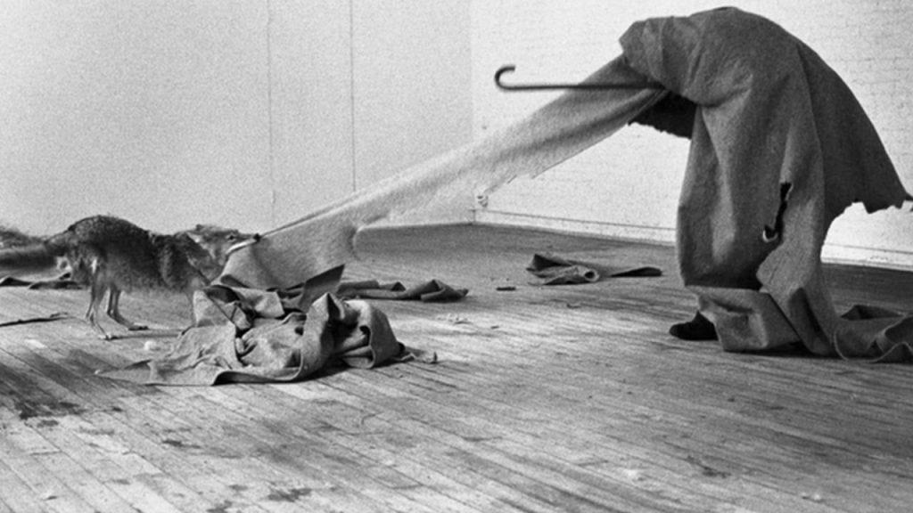 Joseph Beuys: konfinamenduaz eta konfinamendu-osteaz zerbait irakatsi zigun artista