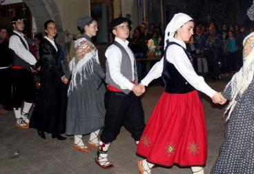 Bizkaiko dantza taldeen oholtza bihurtu da Bilboko Euskal Museoa