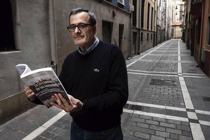 Fernando Mikelarena historialariari babesa
