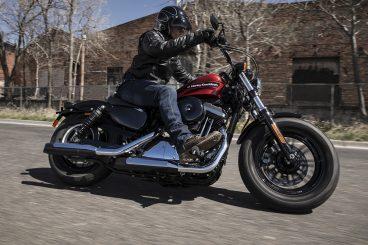 motoAK: Garraiobidea eta sentipenak. Moto eta motor motak, soinu bereizgarriekin.