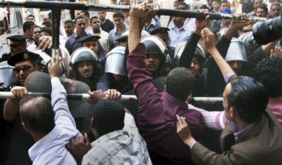 Egiptoko protestek estatu kolpearen arriskua areagotu dute Egipton