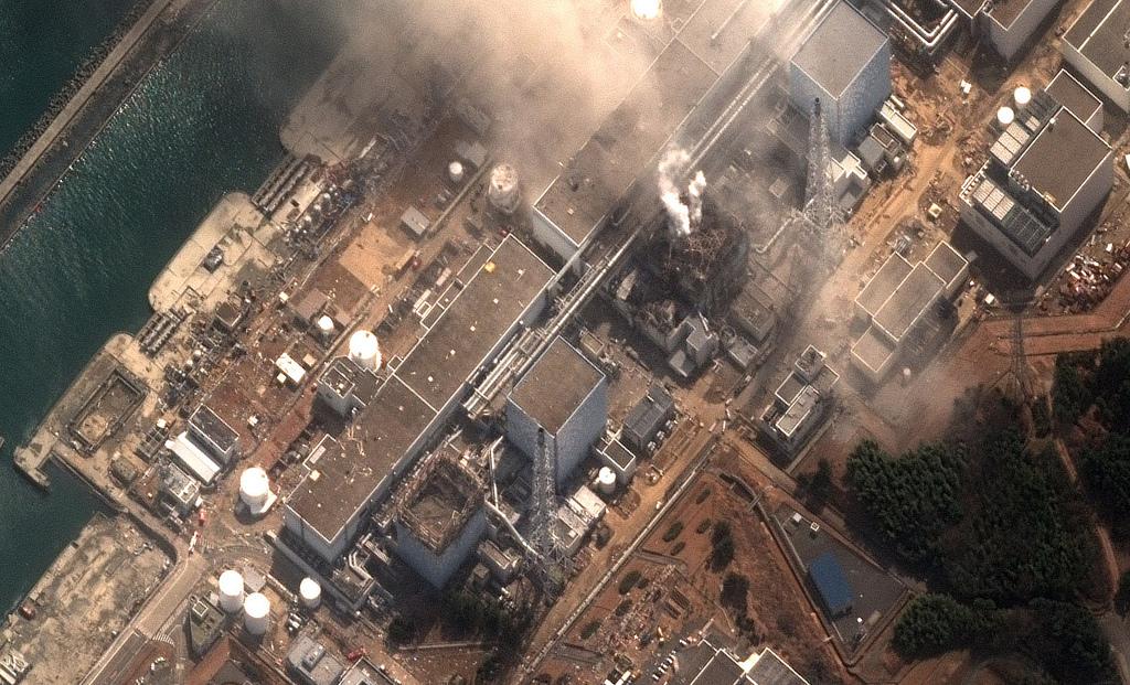 Fukushimako Daiichi I zentral nuklearra, astelehenean, leherketa bat gertatu ondoren.