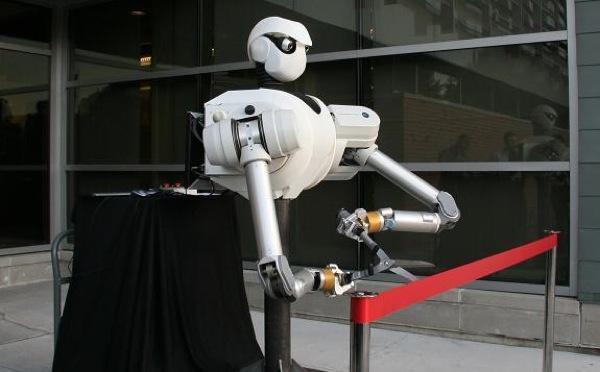 Robot bat inaugurazio lanetan