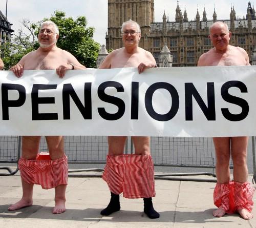 Pentsionistek Londresen egin zuten protesta bateko irudia