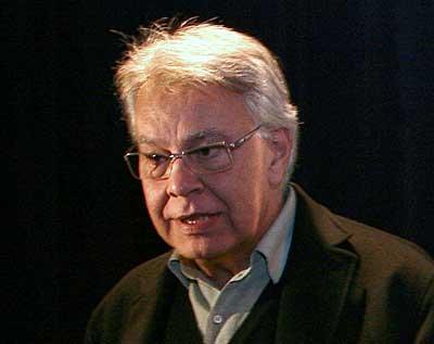 Felipe Gonzalezek GALen defentsa sutsua egiten du El Paisen