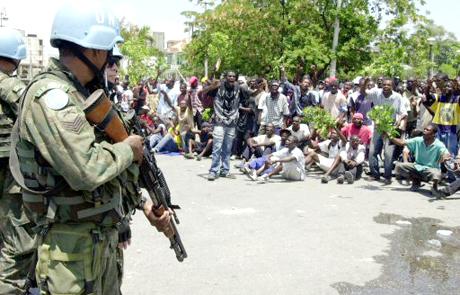 Haiti: zergatik bota nahi dituzte NBEko soldaduak Haititik?